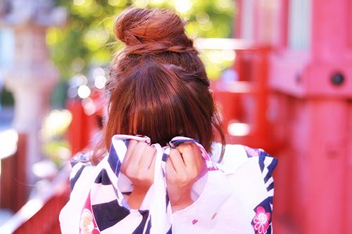 「かなしい」「ケンカ」「和」「和服」「夏」「悲しい」「泣き真似」「泣く」「浴衣」などがテーマのフリー写真画像