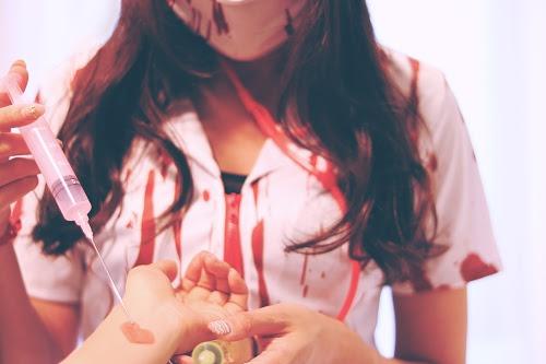 「コスプレ」「ゾンビ」「ナース」「パソコン」「女性・女の子」「注射器」などがテーマのフリー写真画像