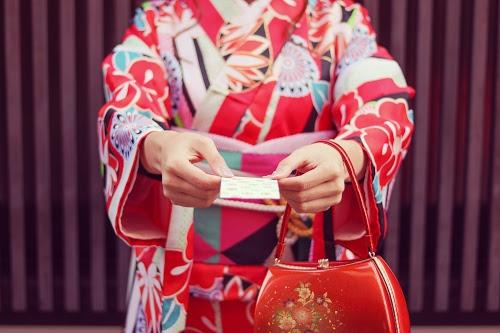 「お年玉」「冬」「和」「和服」「女性・女の子」「着物」「金沢」などがテーマのフリー写真画像