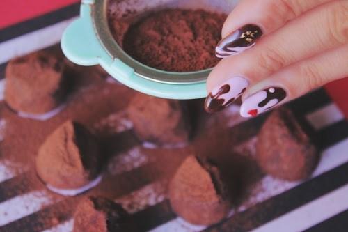 「お菓子」「お菓子作り」「チョコ」「ネイル」「バレンタインネイル」などがテーマのフリー写真画像