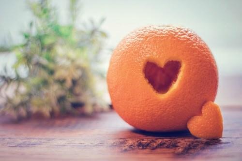 ハート型にくり抜かれたオレンジ