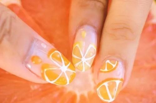 スライスオレンジと水滴をのせたキュート&ジューシーな夏ネイル