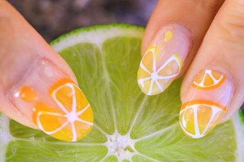 美味しさがギュギュッとつまっていそうな柑橘系フルーツネイル