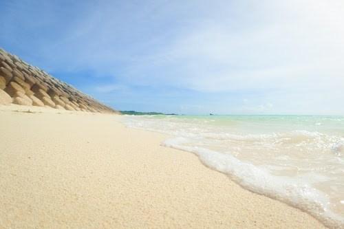 「ビーチ」「リゾート」「下地島」「下地島空港17エンド」「南国」「夏」「宮古島」「沖縄」「波」「海」「砂浜」「空」「離島」「青空」などがテーマのフリー写真画像