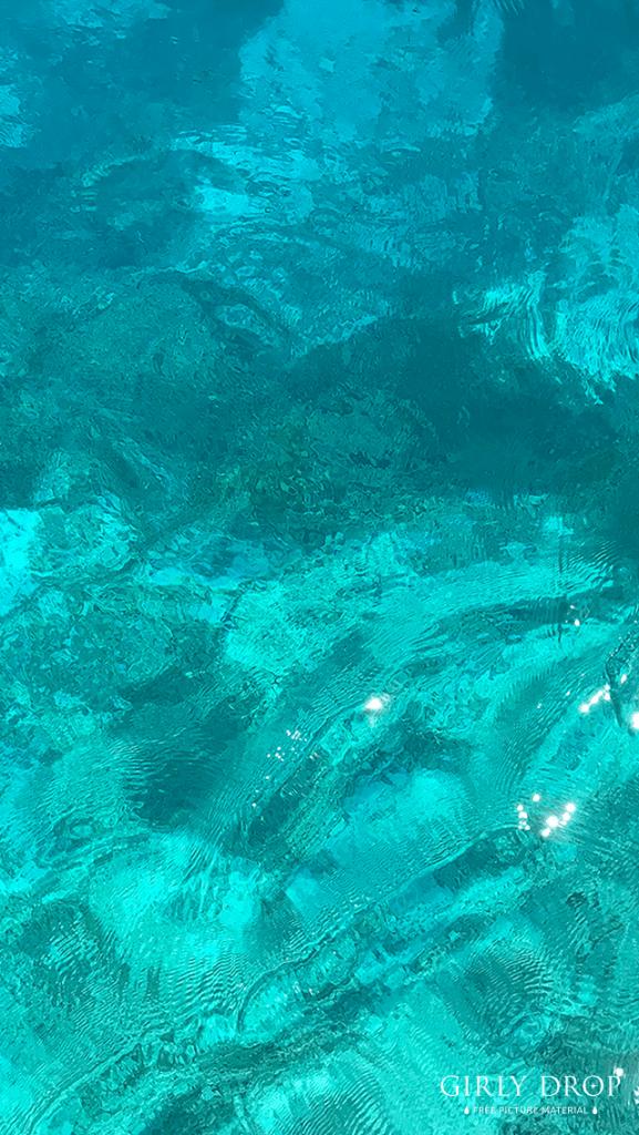 【オシャレなiPhone壁紙】海面がゼリーみたいにキラキラな八重干瀬ブルー
