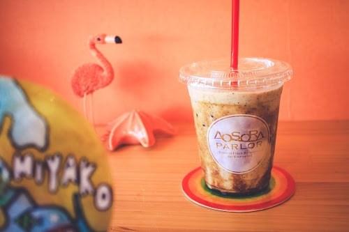 「カフェ」「スムージー」「フラミンゴ」「リゾート」「南国」「夏」「宮古島」「来間島」「沖縄」「飲み物」などがテーマのフリー写真画像