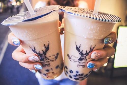 「boba」「カフェ」「グラデーション」「タピオカ」「ドリンク」「ミルクティー」「飲み物」などがテーマのフリー写真画像
