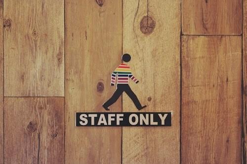 AOSORAパーラー店内にあるオシャレな『STAFF ONLY』