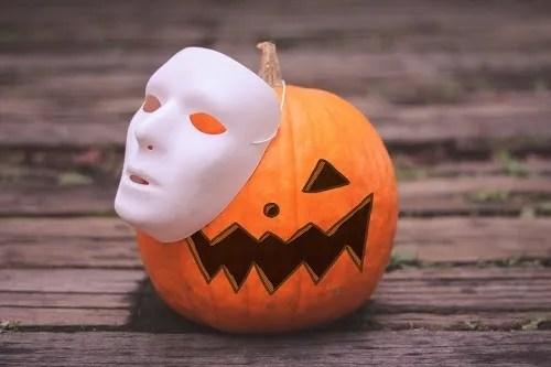 「イチョウ」「カボチャ」「仮面」「秋」「落ち葉」などがテーマのフリー写真画像
