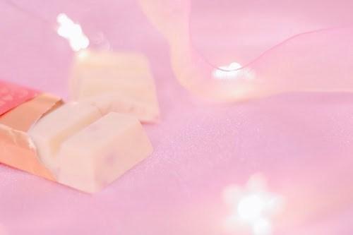 女の子らしいホワイトチョコと苺のバーチョコレート