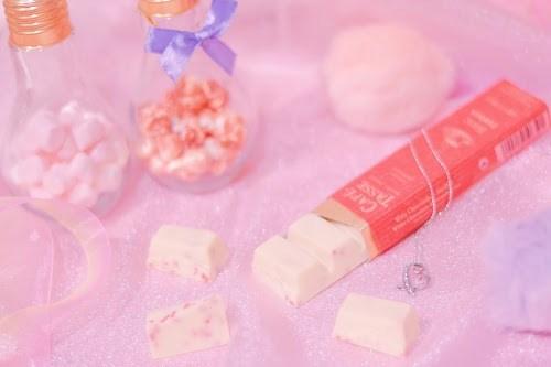 白×ピンクのガーリーなバレンタインスイーツ