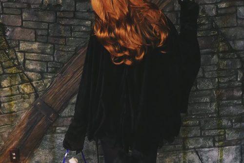 フリー写真素材:ハロウィンに黒猫の仮装をした女の子