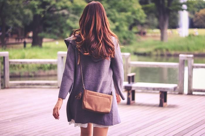 「公園」「女性・女の子」「森」「秋」などがテーマのフリー写真画像