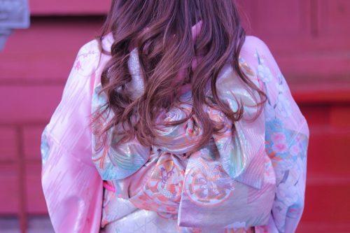 「おみくじ」「コーディネート」「ヘアスタイル」「ゆめかわ」「初詣」「和」「和服」「女性・女の子」「帯」「成人式」「振袖」「着物」などがテーマのフリー写真画像