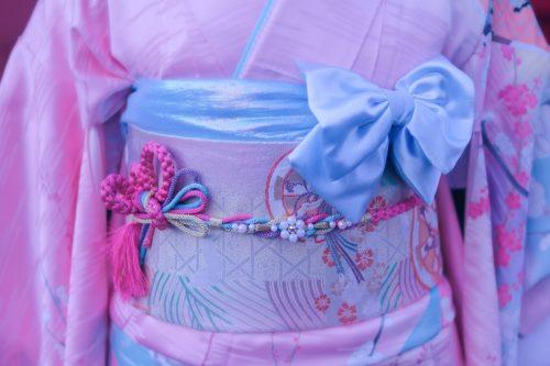 「おみくじ」「コーディネート」「ゆめかわ」「リボン」「初詣」「和」「和服」「女性・女の子」「帯」「成人式」「振袖」「着物」などがテーマのフリー写真画像