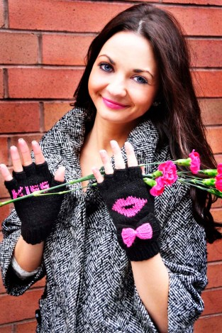 """Be My Valentine"" Fingerless Gloves"