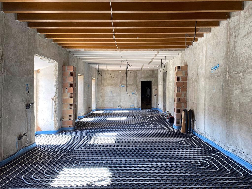 suelo radiante en rehabilitación de una posesión mallorquina