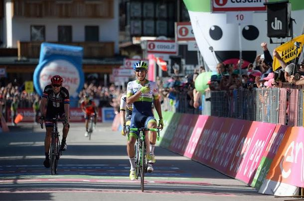 Chaves e Kruijswijk sotto inchiesta. Il Giro di Poldo incorona Gasparotto eroe alcolico. A lui la maglia di rosso