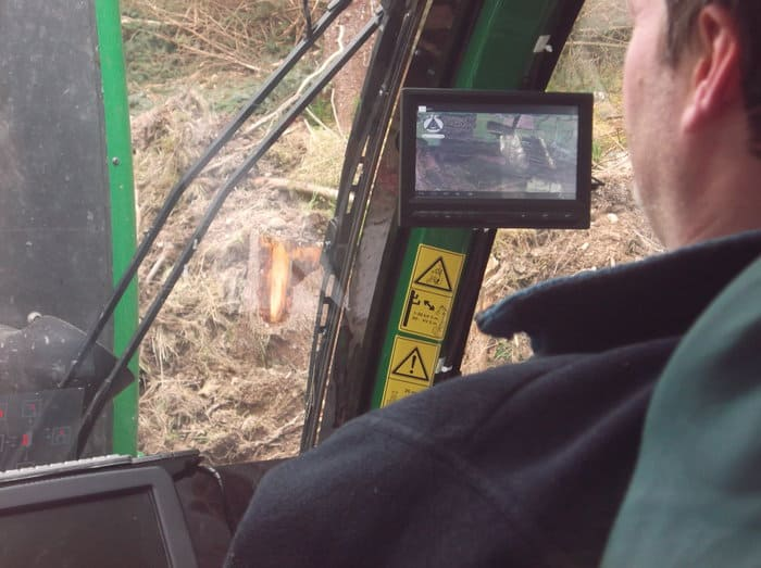 When installed in the cab of a harvesting machine, the Treemetrics display gives detailed mapping information, showing the operator which trees should be felled and how the wood should be cut.