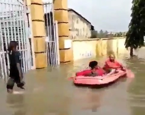 People are using Boat At Flooded Adesanya Estate, Lekki, Lagos