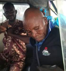 Policeman Filmed Fighting Bus Conductor Who Insisted He Pays His Transport Fare (Video)