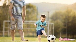 Ayah dan anak sedang bermain - (Photo: Halfpoint)
