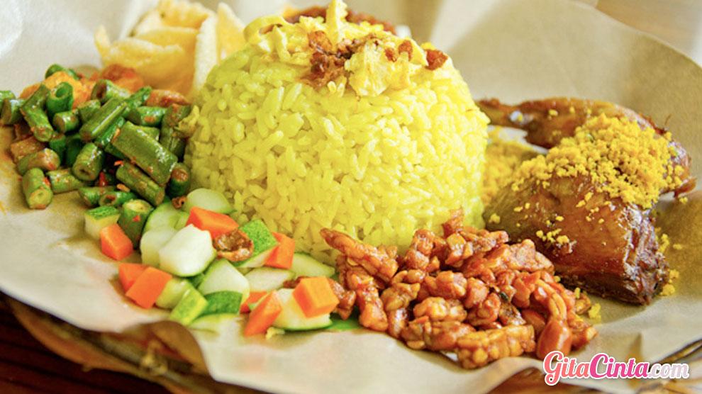Bisnis Nasi Kuning - (Sumber: infobdg.com)