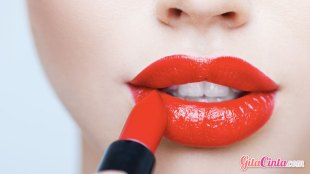 Lipstick Merah Menyala - (Sumber: naijapr.com)