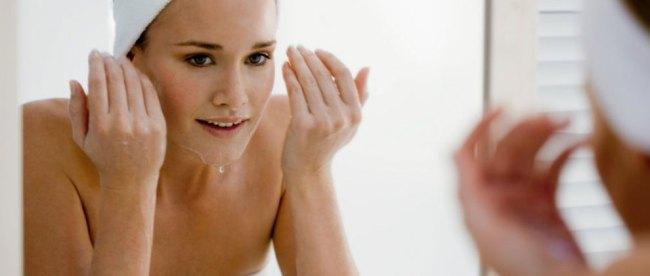Pembersih, wajah, sabun, muka, untuk, kulit, sensitif, dan, berjerawat, merk, merek, pembersih, menghilangkan, facial, foam, berminyak, produk, rekomendasi,