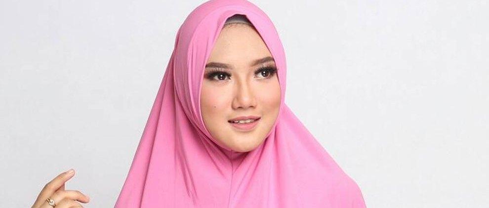 Wanita Berjilbab - www.agenjilbabsurabaya.com