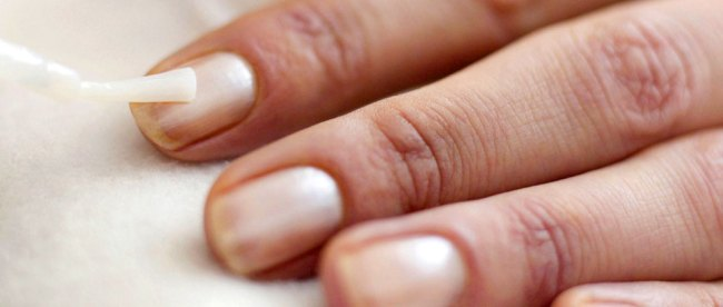manicure, berbahaya, bahaya, sinar, UV, gel, manikur, rapuh, berubah, warna, proses, perendaman, aseton, alkohol, kering, kuku, kulit, retina, mata, cat, rapuh, risiko, perawatan, bahan, alami, asam, glikolat, kutikula