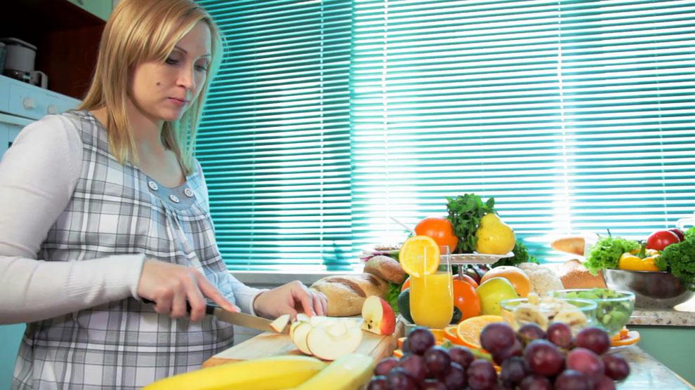 Buah-Buahan yang Mengandung Asam Folat - www.videoblocks.com