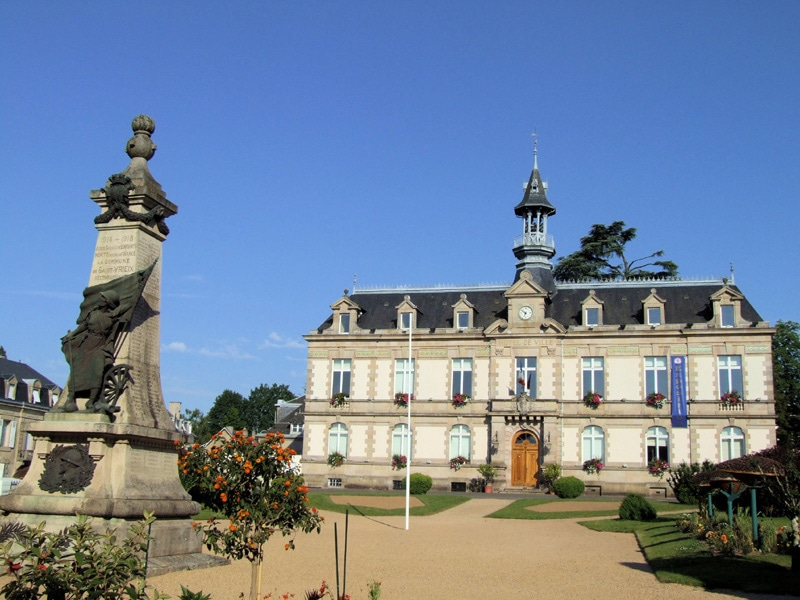 Saint-Yrieix-la-Perche-mairie