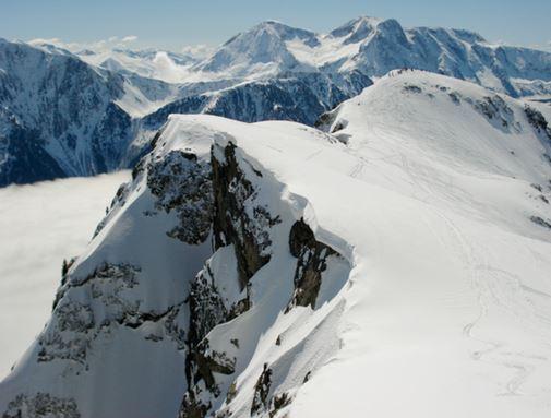 Les sommets enneigés de l'Isère