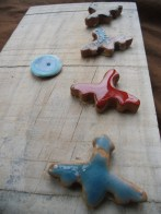 #Picture, #ceramic #aeroplanes and planet on recycled timber board. #Cuadro, #aviones de #cerámica sobre tablero reciclado.