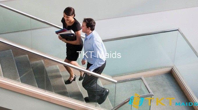 Sử dụng cầu thang đi bộ thay cầu thang máy