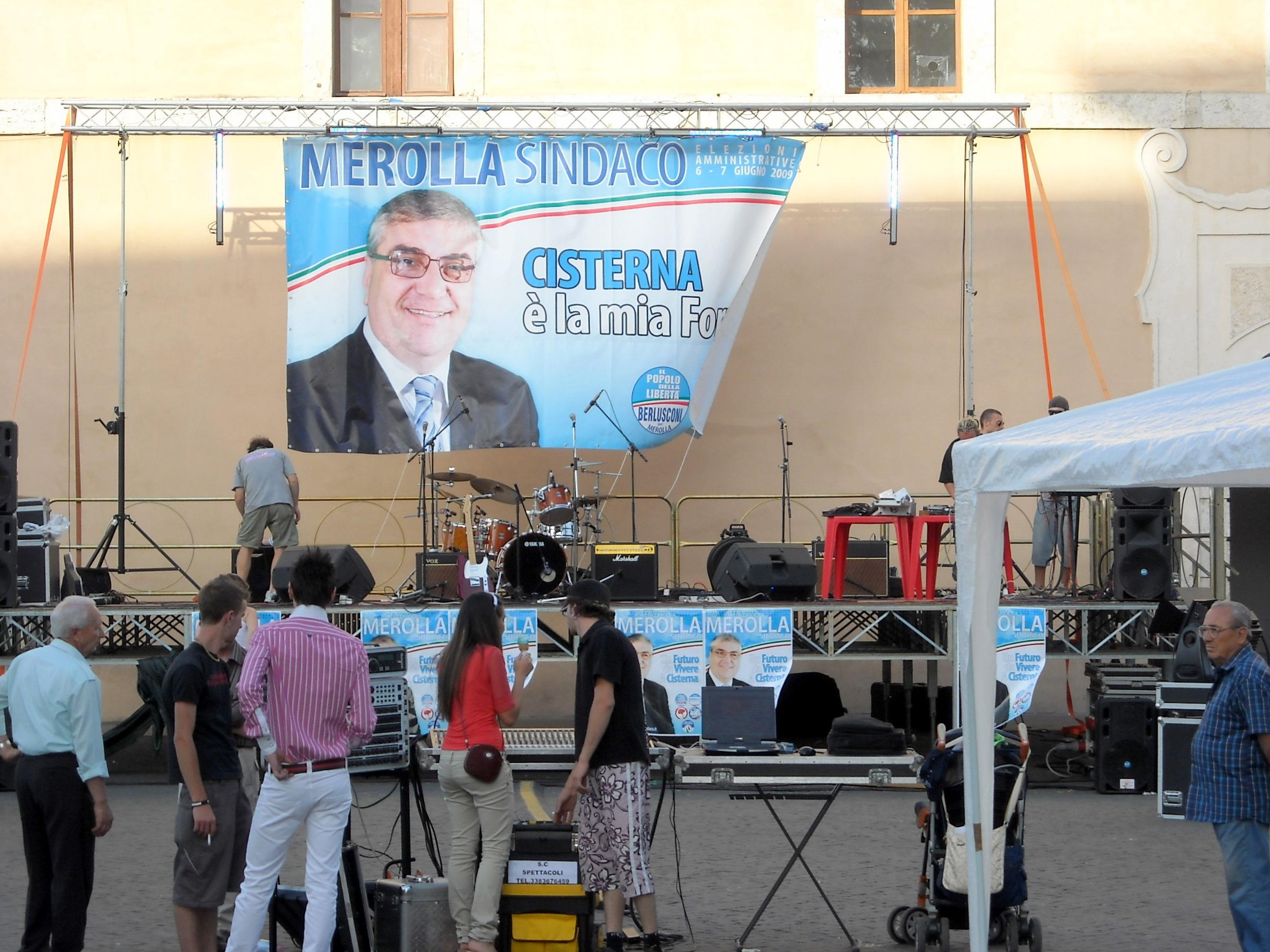 Il palco in piazza XIX marzo, oggi