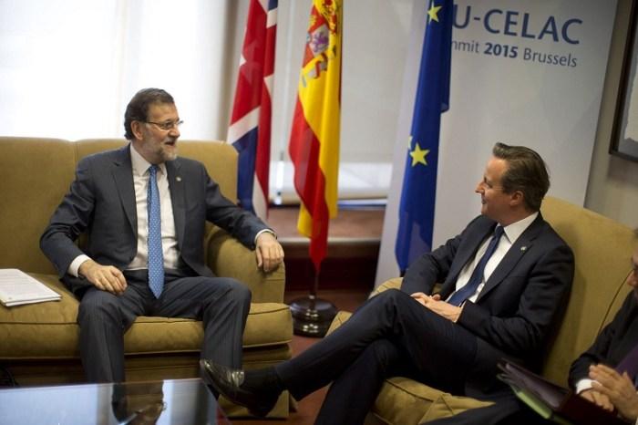 Un colloquio fra il premier spagnolo, Mariano Rajoy, e quello inglese, David Cameron