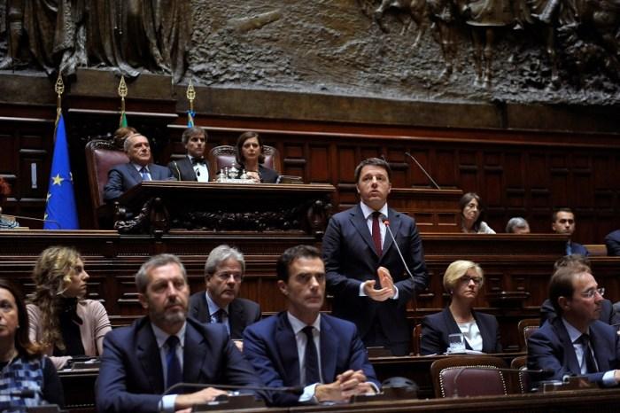 Uno scatto ai membri del Governo Renzi durante una seduta parlamentare