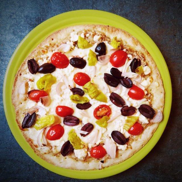 Garlicky Greek Caulipower Pizza With Primal Kitchen