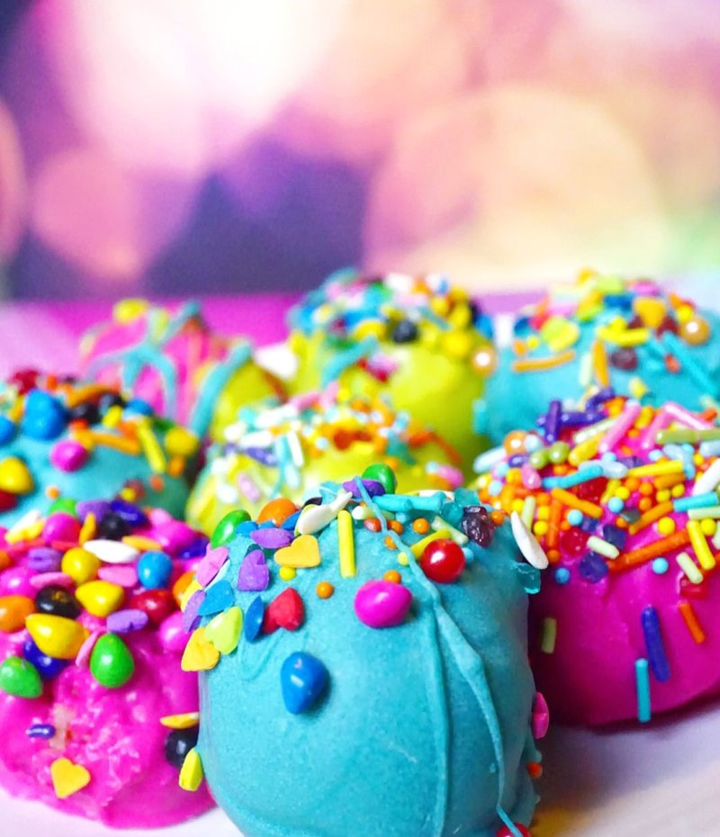 Super Duper MOIST Cake Balls by Give It A Whirl Girl