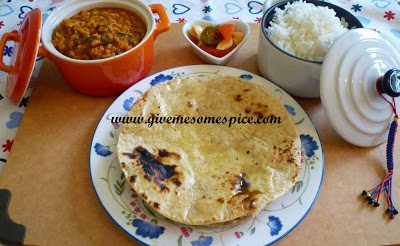 Corn and wheat flour chapatis (Indian bread)