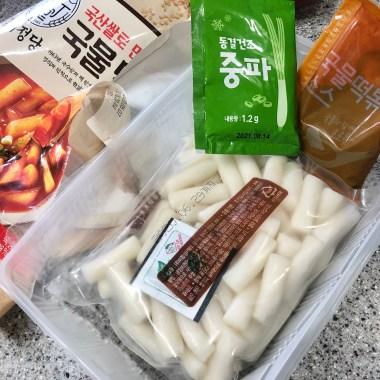 Ddeokbokki (rice cakes in spicy sauce)