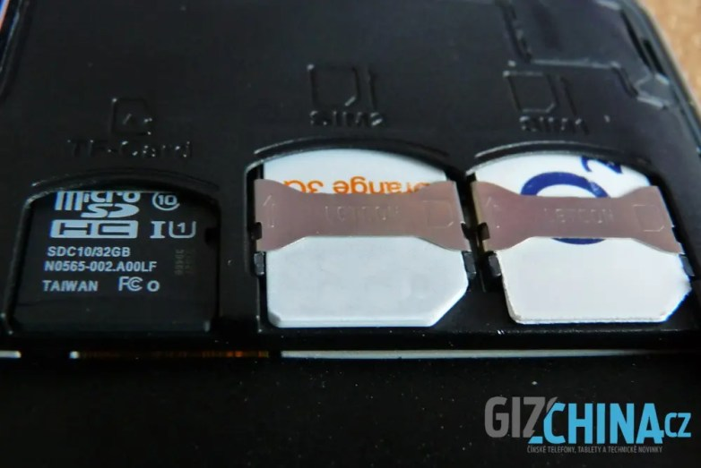 Dve micro SIM karty