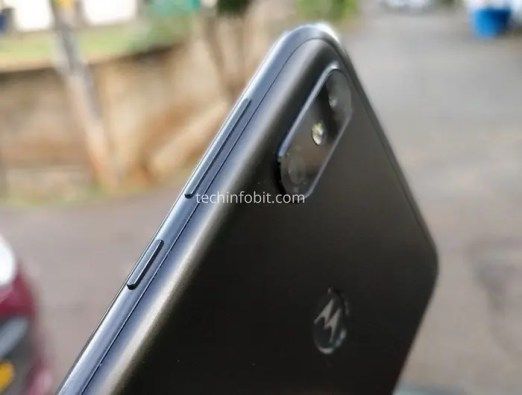 Moto-One-The-First-Ever-Motorola-Phone-With-Display-Notch-Real-Photos-Of-Moto-One-Leaked-techinfoBiT-6