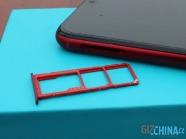 Nemusíte vybírat mezi SIM kartou a microSD kartou