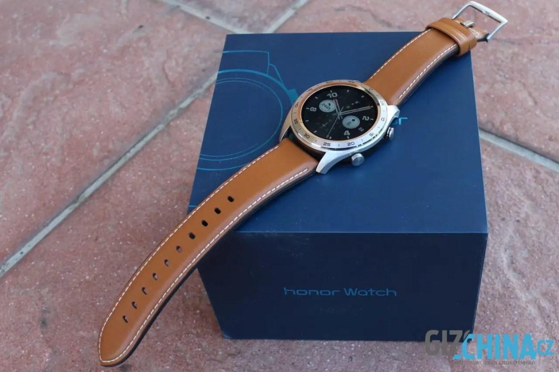 Elegance hodinkám neschází