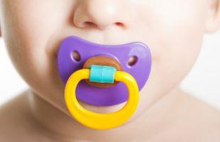 Pengaruh Dot dan Perkembangan Emosional Bayi Laki-laki