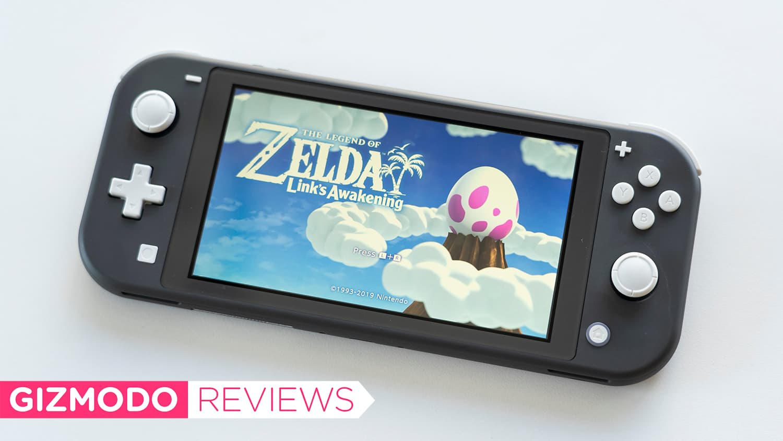 Nintendo Switch Lite com Zelda Link's Awakening aberto