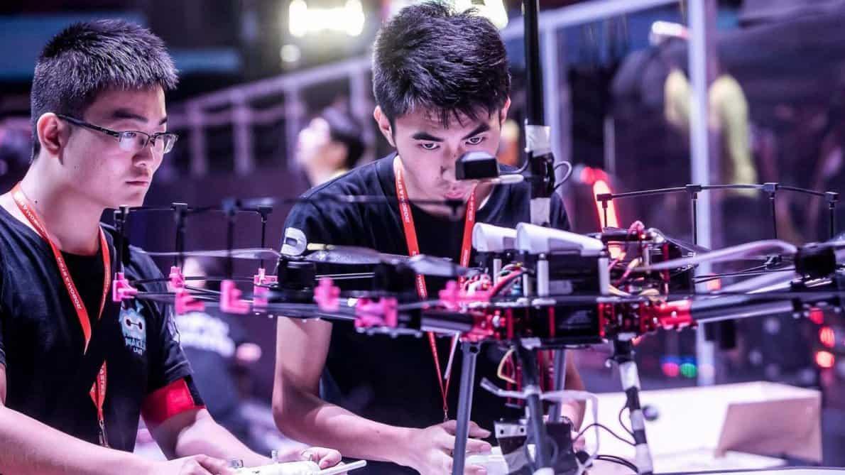 Kompetisi RoboMaster 2018. Foto oleh dronedj.com